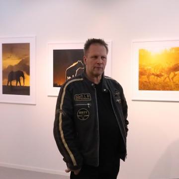 Brutus Östling är en prisbelönt fotograf och författare.