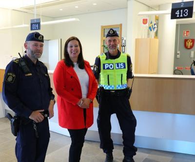 Magnus Nilsson, kommunpolis i Upplands-Bro och Järfälla, kommunchef Maria Johansson och lokalpolischef Jörgen Karlsson.