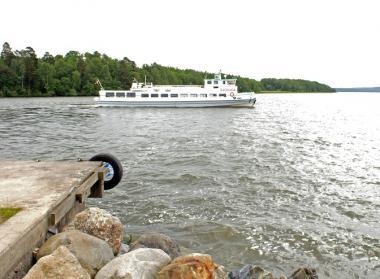 M/S Sjösaga vid ångbåtsbryggan i Kungsängen. Arkivbild.