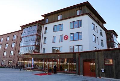 Humana Lillsjö Badväg kommer att ha ett café i entrén, öppet för allmänheten. Det kommer även att finnas en restaurang i entréplan, även den öppen för allmänheten.