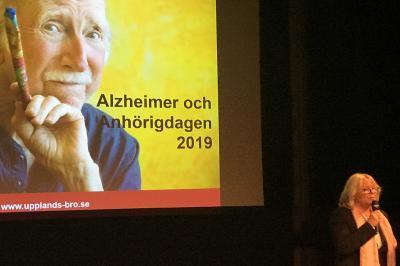 Tina Teljstedt (KD), ordförande för äldre- och omsorgsnämnden, inviger Alzheimer- och anhörigdagen.