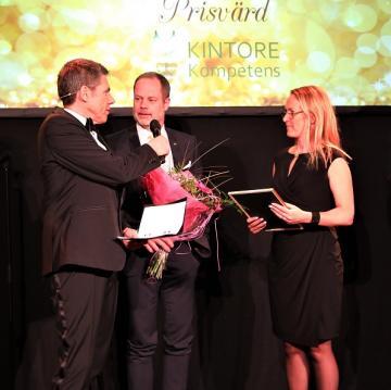 Upplands-Bro kommuns pris Årets Hållbara Företag gick 2018 till Frölunda Gård, Claes af Ugglas och Therese Ekerholm.