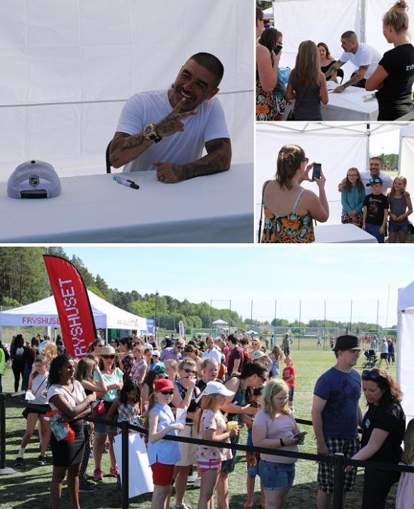 Efter konserten blev det autografskrivning och fotografering.