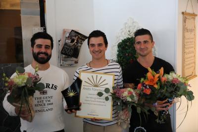 Maykel, Dani och Fadi = triss i bröder och i entreprenörer. Tillsammans driver de Petjos Café och Konditori i Kungsängen som startades i januari 2016 av Dani och Maykel. Fadi har fram tills våren 2020 varit sin egen, inom byggbranschen, men är numera en del av företaget.