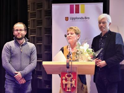 Naturskyddsföreningen i Upplands-Bro prisades bland annat för projektet Rädda bina som Johan Näslund jobbat mycket för. Tillsammans med Carin Enfors tog han emot stipendiet för föreningens räkning.