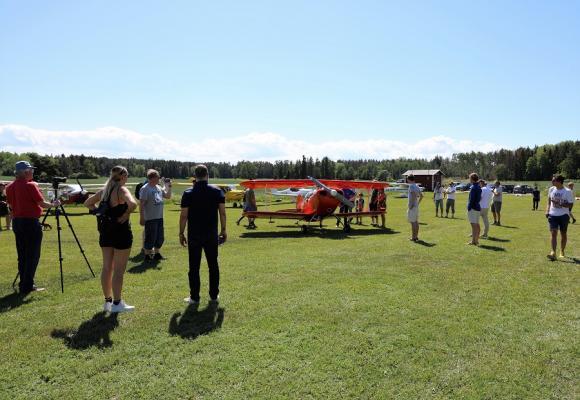 Vilket flygväder! Besökarna på Swedish Ultraflyers Fly In kunde verkligen njuta av perfekta väderförhållanden på Frölunda flygfält.