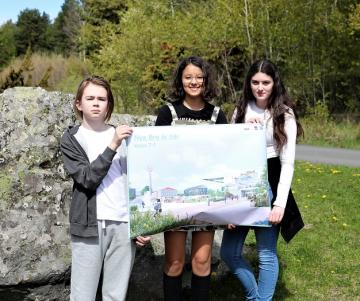 Loke, Emely och Sueda är klassrepresentanter för 7:1 i stadsutvecklingsprojektet.