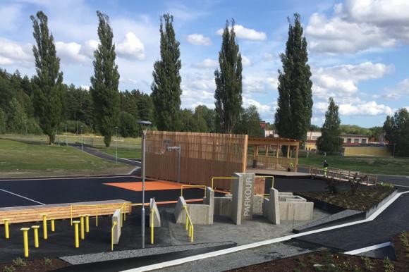 Aktivitetsparken är fortfarande en byggarbetsplats och är därför inte avsedd att brukas.