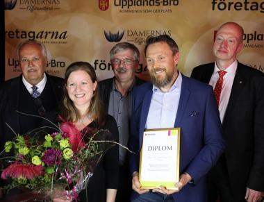 Jan Stefanson, Martin Normark samt Rolf Dickson Könberg är backar medan Mats-Johan Rostmark, avdelningschef på Ragn-Sells Högbytorp, samt Linda Flyckt, miljöspecialist på Ragn-Sells har rollen som forwards i fotot.