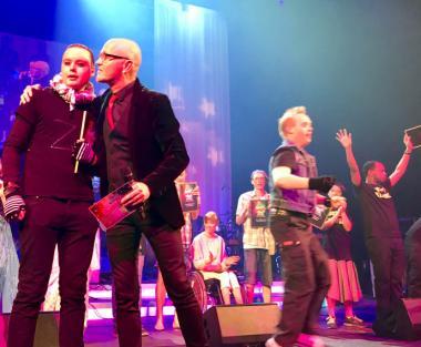 <span>Vinnare i Funkismello 2017 –Martin Hagen från Järfälla och prisutdelaren Magnus Rongedal</span>