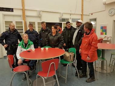 I synlighetsinsatsen deltog ungdomsstödjare, Fryshuset, polisen, polisens volontärer, Vuxna På Gång, kommunens trygghetsamordnare och grannstöd, samt kommunstyrelsens ordförande Camilla Janson (S).