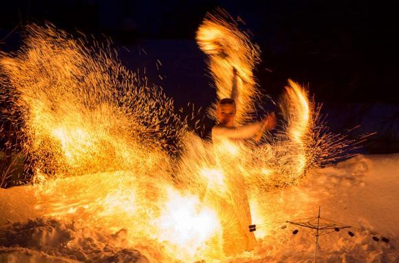 Julerian avslutas med eldshow. Klockan 19.45 börjar Illuminas förtrollande föreställning.