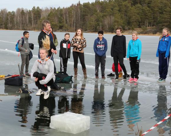 Uppfriskande isvaksdopp för Broskolans sjuor UBRO