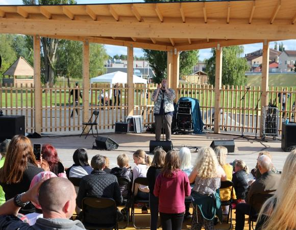 Nanos scenframträdande satte punkt för årets Fest i Byn.