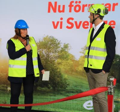 Camilla Jansson, kommunstyrelsens ordförande i Upplands-Bro kommun, var näste talare under invigningen. Hon konstaterade att den biogastankstation som snart står klar alldeles vid den nya infarten till Högbytorp kommer att göra att kommunen nu kan se över sin bilpark och komplettera elbilarna även med biogasdrivna fordon. Även för kommunmedborgarna innebär den nya tankstationen att det blir mer intressant att satsa på en biogasbil. Tidigare låg det närmsta tankstället många mil bort vilket kraftigt begränsade intresset.