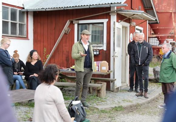 LRF Mälardalens ordförande och flera av våra lokala LRFmedlemmar fanns på plats på Ekedal för att möta politiker och tjänstemän i en dialog om det lokala lantbruket. Viktiga frågor lyftes och alla närvarande tyckte det var en givande dag.