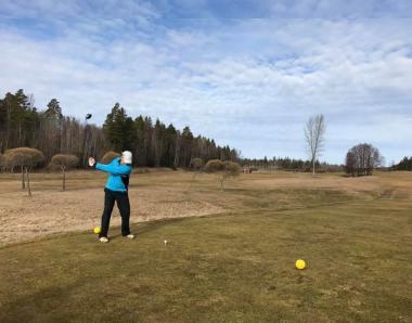 Premiär för i år!<span>Först ut i Stockholm att spela 18 hål golf på ordinarie spelfält var Johan Hallberg.</span>
