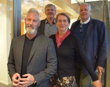 <span>Från vänster: Fredrik Kjos (M), Martin Normark (L), Lisa Edwards (C) och Jan Stefanson (KD).</span>