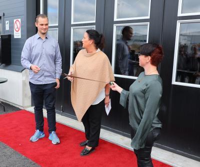 -Är du beredd? För då klipper jag! sa Camilla Janson när hon invigde Igelkott Studios med att klippa en filmrulle (vad annars på en filmstudio??).