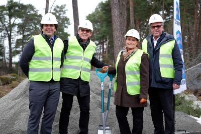 Det första symboliska spadtaget togs den 26 januari av Tobias Kjellin (vd, BTH Bygg), Per-Olov Gatu (projektansvarig, Tornet Bostadsproduktion), Camilla Janson (kommunstyrelsens ordförande) och Göran Wendel (vd, Tornet Bostadsproduktion).