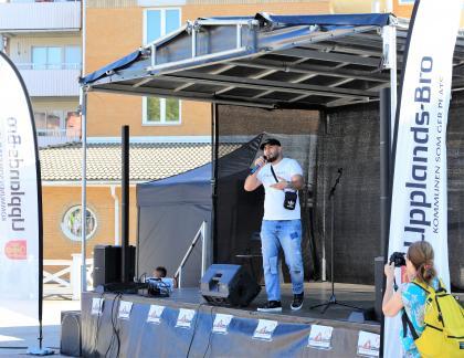 Rapparen Zako framförde både musik och poesi med anti-våldsbudskap.